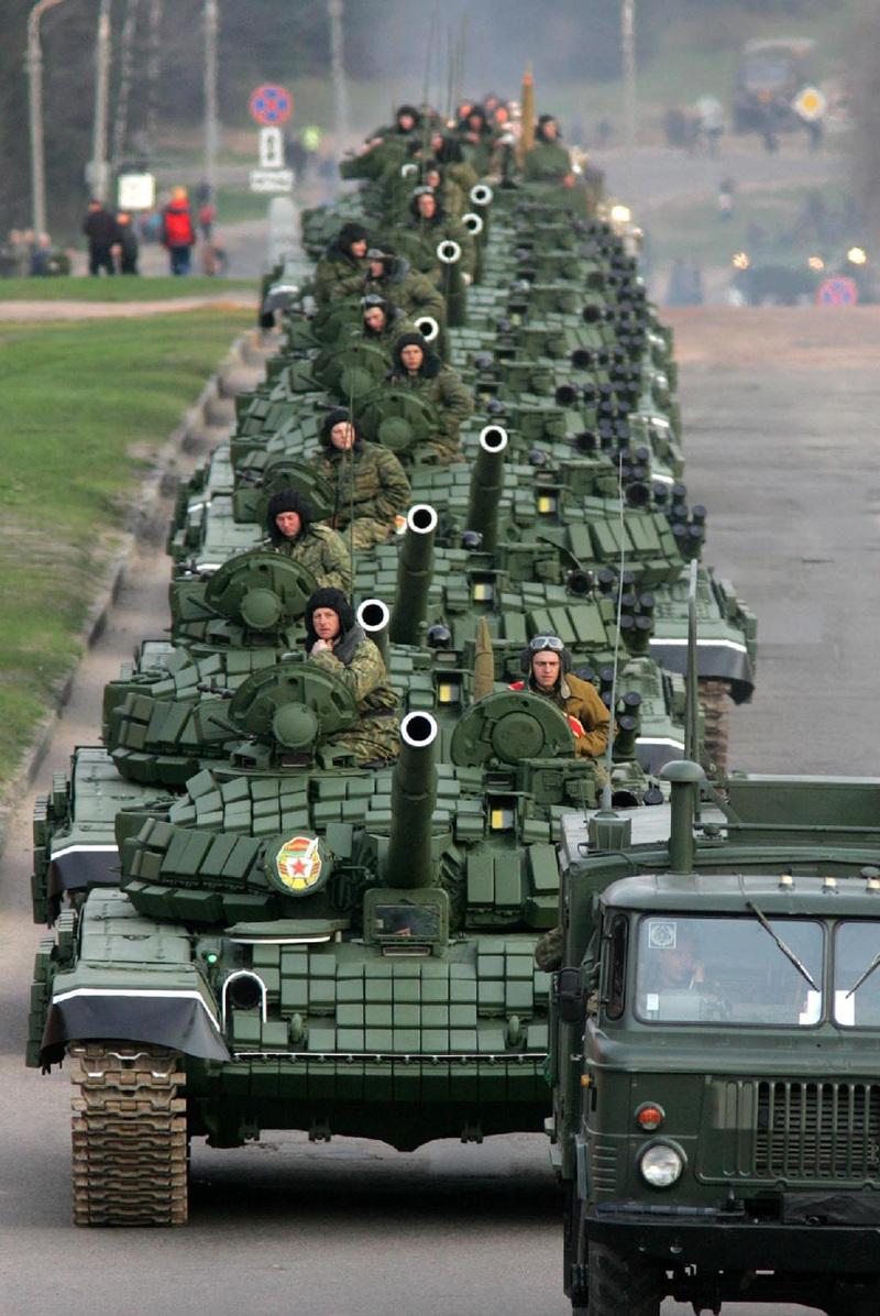 t72b_minsk_parade_may_2005_1_2