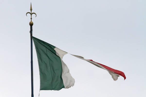 MALTEMPO: NOTTE DI BORA A 140 A TRIESTE MA MIGLIORA